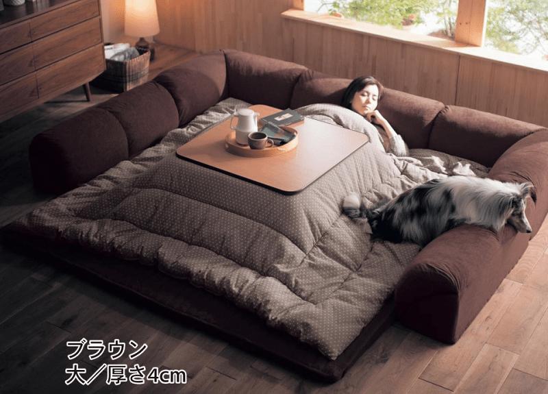 BLOG: Koc ze stolikiem, czyli idealny gadżet dla leniuchów