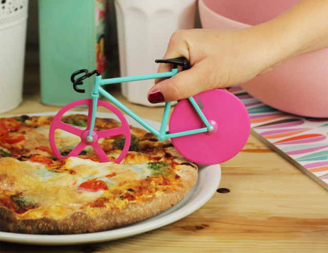 Nóż do pizzy rower Fixie od Doiy Design