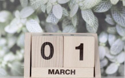 kalendarz drewniane klocki