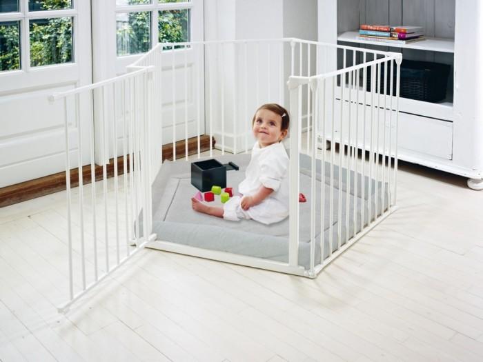 Stylowy kojec dla dziecka marki Baby Dan