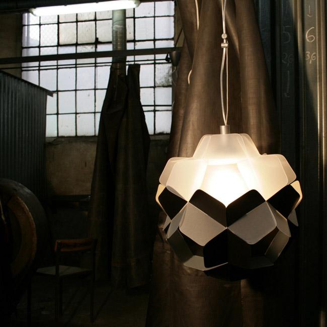 Geometryczna lampa wisząca firmy Kafti