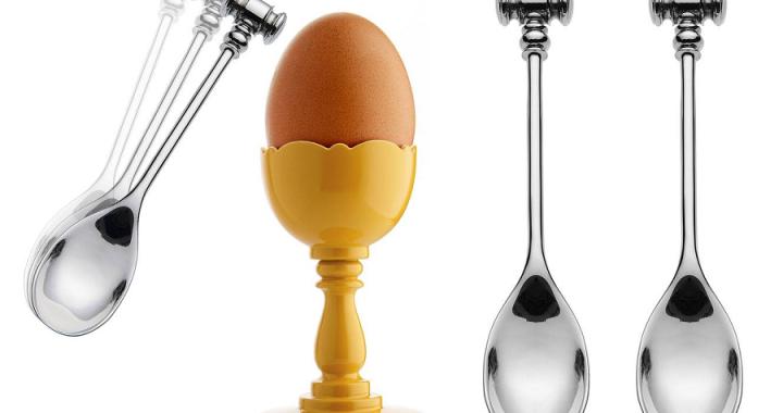 łyżeczka z młotkiem i kieliszek do jajka alessi