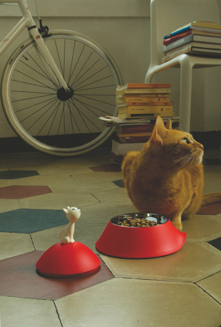 Miska dla kota z pokrywką i kotem od Alessi
