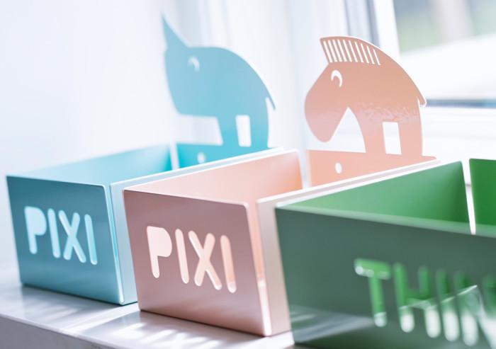 Metalowa półka ze zwierzakiem Pixi od Done by Deer