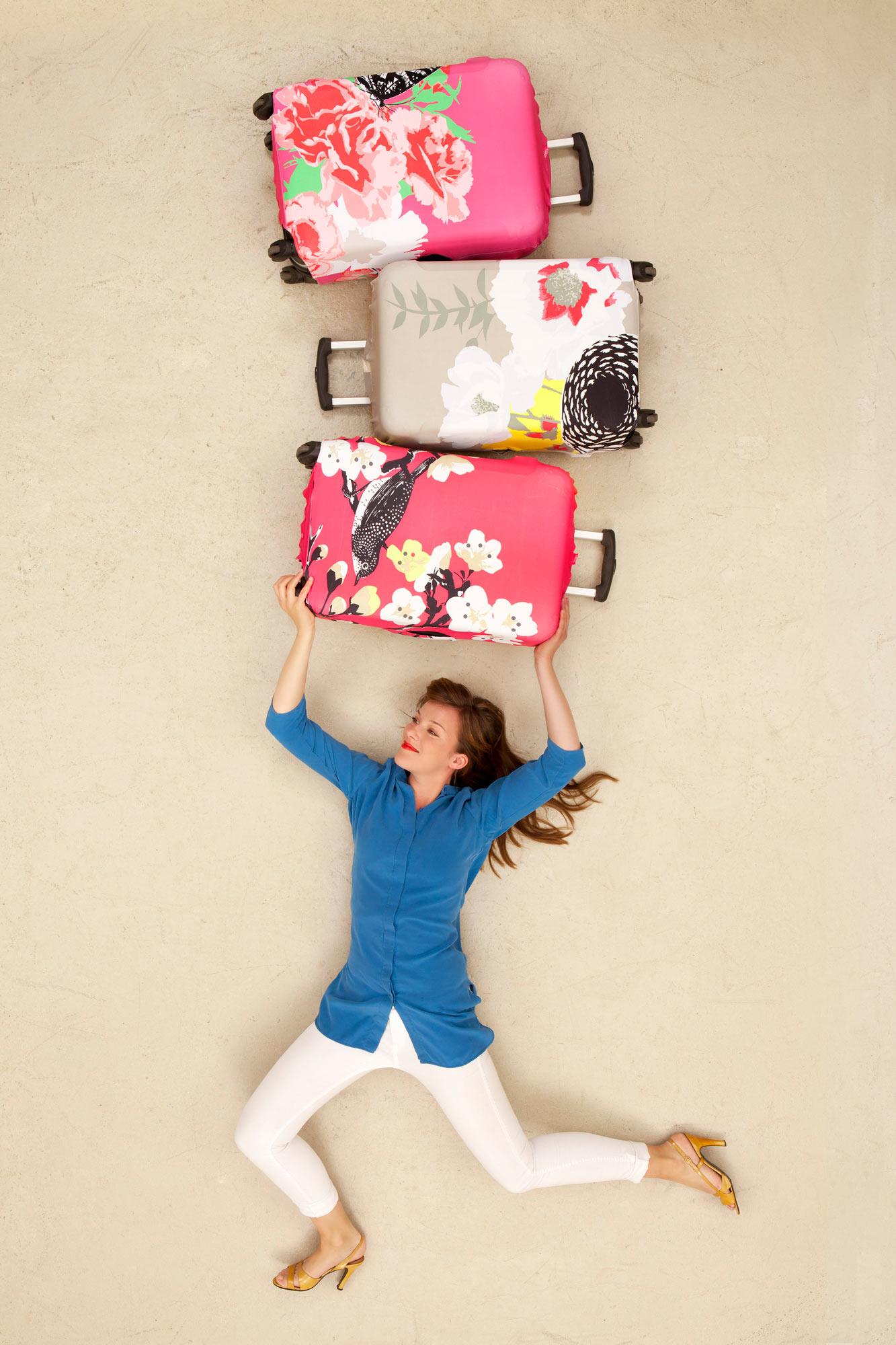 Kolorowy pokrowiec na walizkę od Loqi