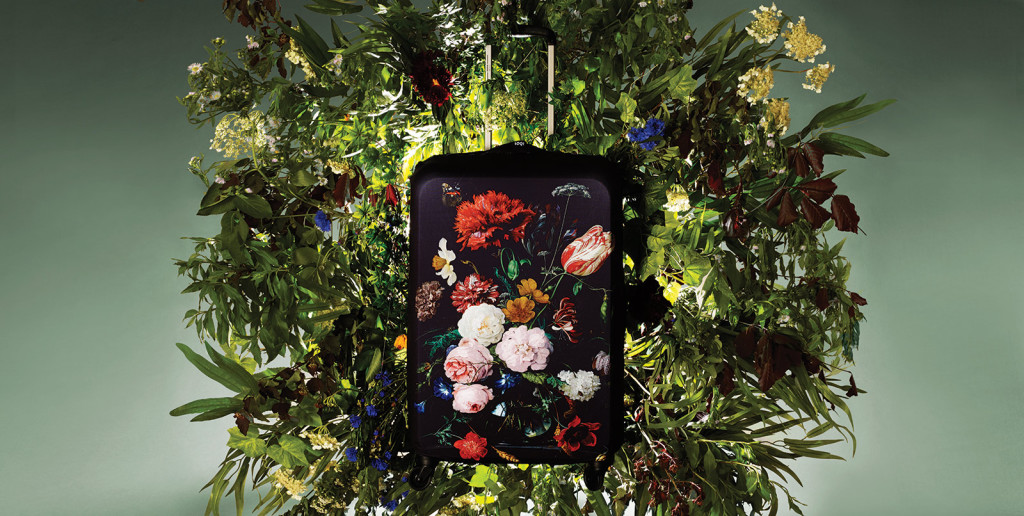 pokrowiec na walizke loqi kwiaty museum