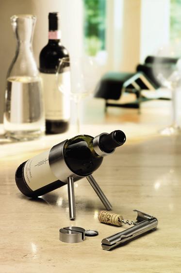 Minimalistyczny stojak na wino Cino firmy Blomus