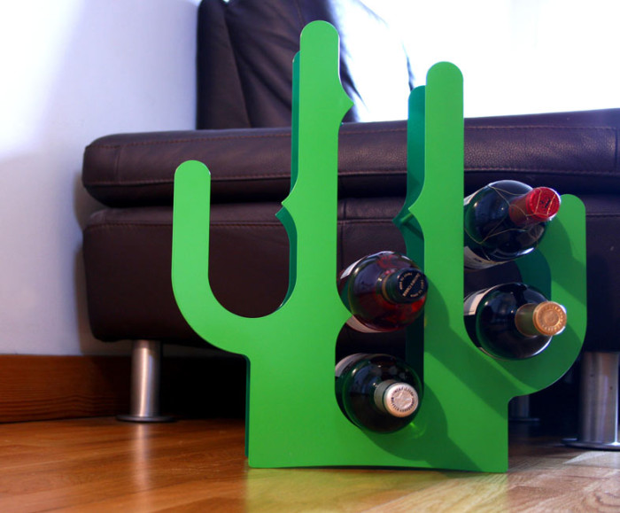 Efektowny stojak na wino kaktus firmy J-me