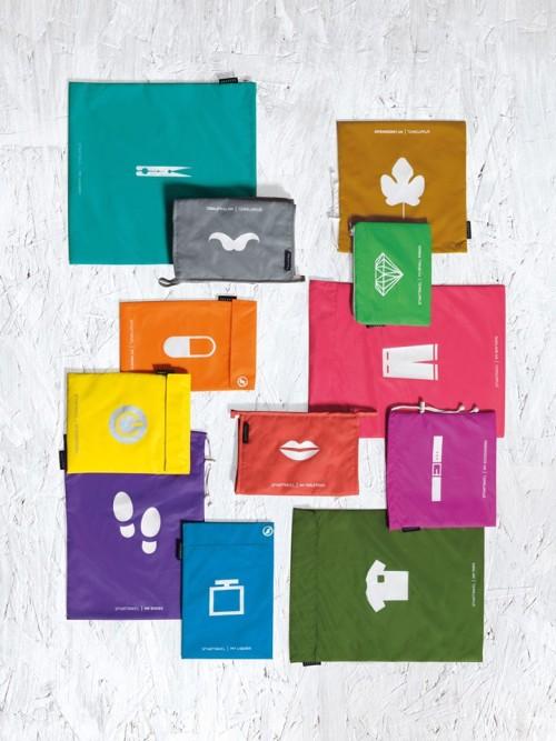 Kolorowe torby podróżne z nadrukiem Smart Travel od Seletti