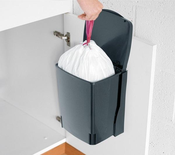 kosz do zamontowania na drzwiach szafki