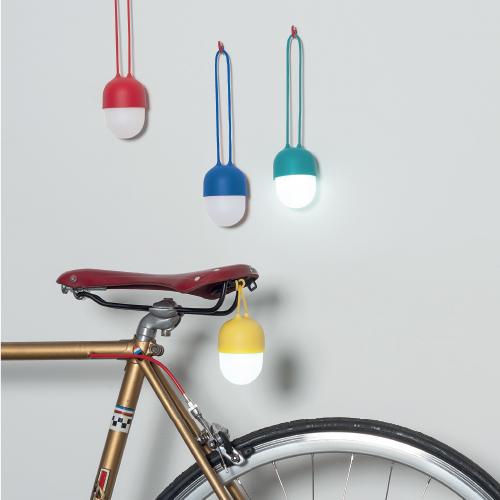 Wielofunkcyjna podróżna lampka jajo marki Lexon