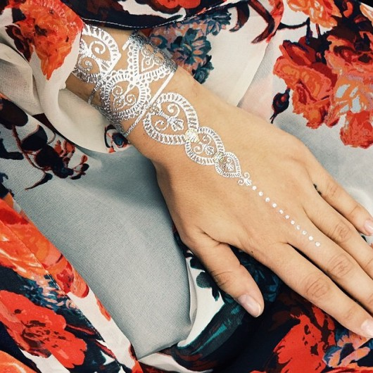 metaliczne tatuaze dlon boho