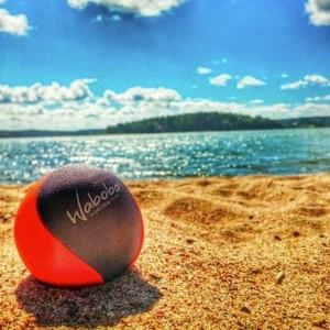 Piłka odbijająca się od wody Waboba