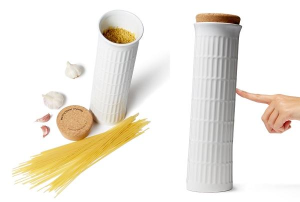 Ceramiczny pojemnik na makaron krzywa wieża od Black + Blum