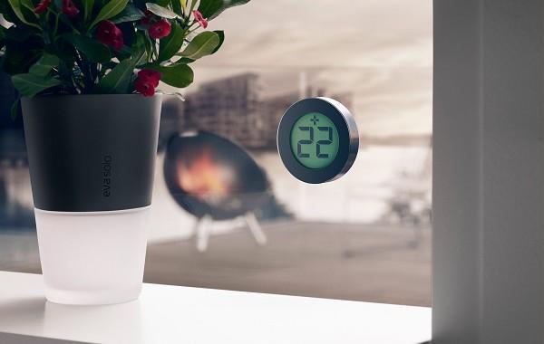 minimalistyczny elektroniczny termometr okienny Eva Solo