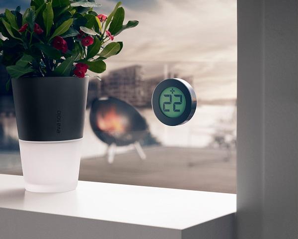 Minimalistyczny elektroniczny termometr okienny marki Eva Solo
