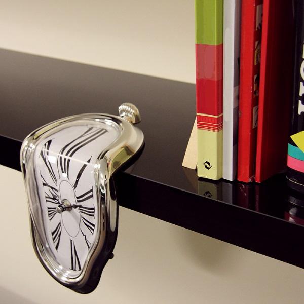 Topniejący zegar Salvadora Dali od ThumbsUp