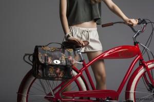rowerowa torba w kwiaty