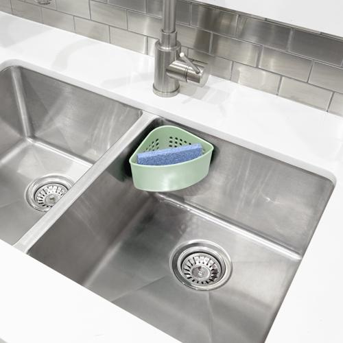 Narożny pojemnik na gąbkę do mycia naczyń marki Umbra