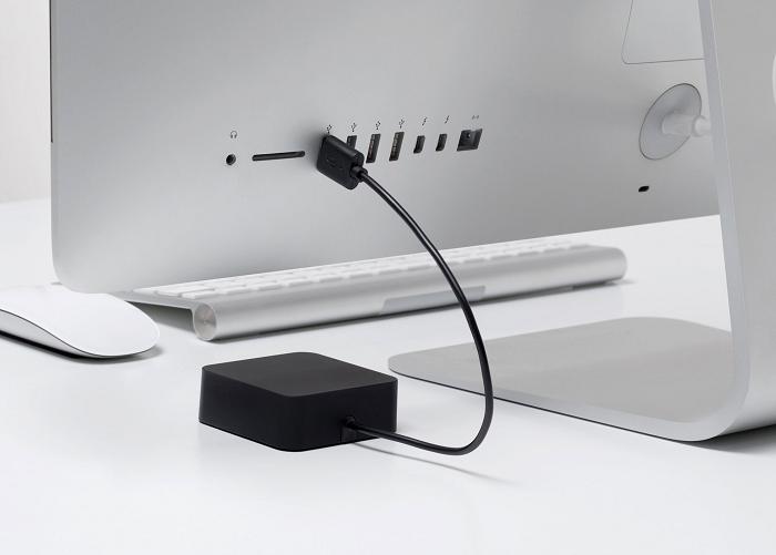 Ładowarka do baterii AA zasilana przez USB marki BlueLounge