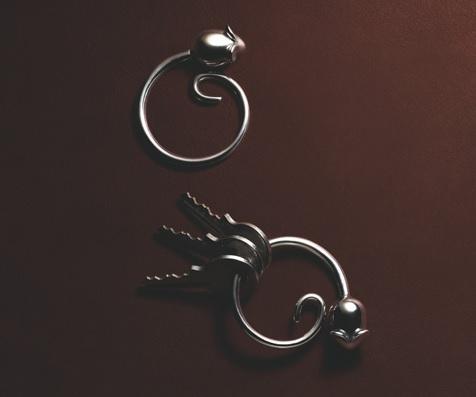 Elegancki brelok na klucze mysi ogon marki Alessi