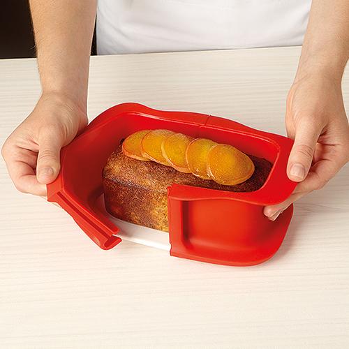 Dzielona silikonowa keksówka z ceramicznym talerzem Duo marki Lekue