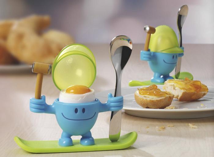 Uśmiechnięty kieliszek do jajka z młoteczkiem marki WMF