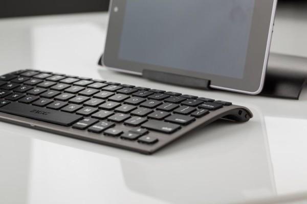 Uniwersalna cienka klawiatura bezprzewodowa marki ZAGG