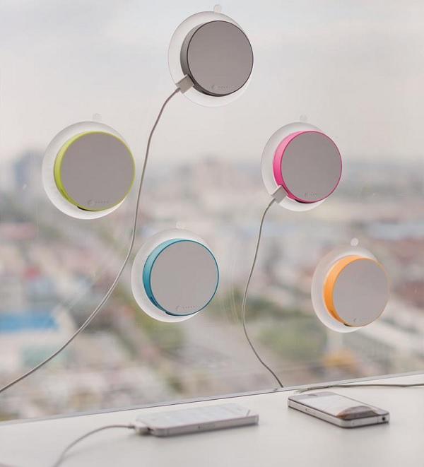 Okrągła ładowarka solarna na okno Port od XDDesign