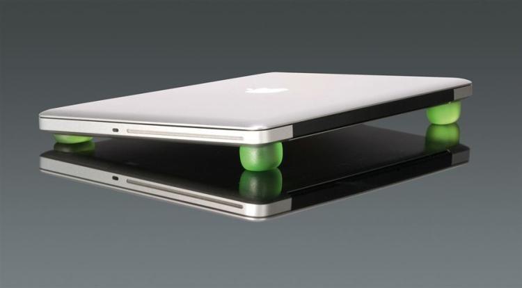 Antypoślizgowe podkładki pod laptopa Ergogel marki Tucano