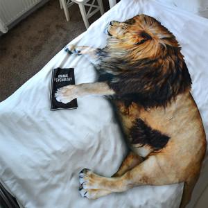 Pościel ze śpiącym lwem Kiciu.ś marki Hug The Stuff