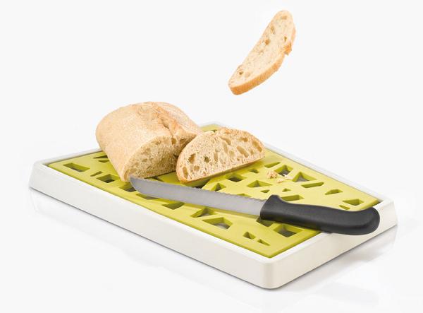Deska do pieczywa z pojemnikiem na okruchy Matrix marki Koziol