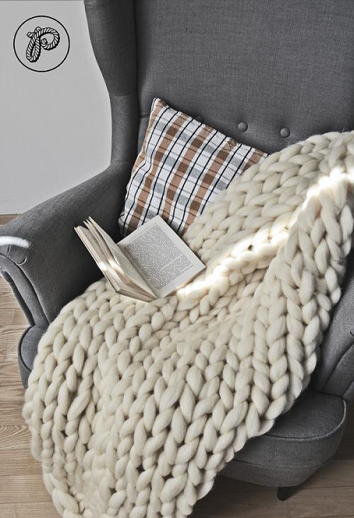 Gruby wełniany koc jak sweter by Poplecione