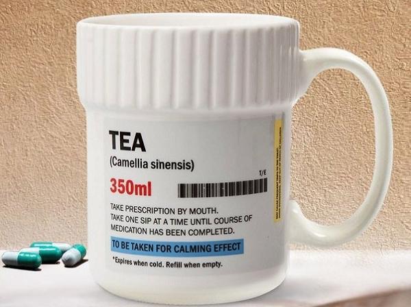 Kubek w kształcie opakowania tabletek. Recepta na zmęczenie