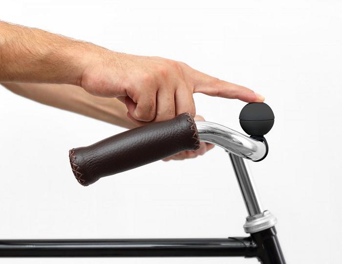 Minimalistyczny dzwonek rowerowy na magnes marki Palomar