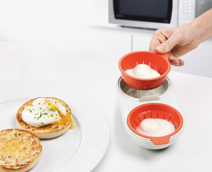 Pojemnik do gotowania jajek w koszulkach w mikrofali M-Cuisine Joseph Joseph