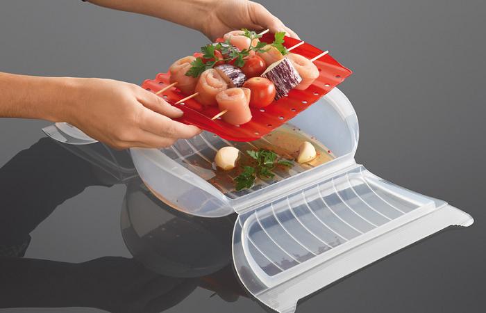 Zamykane naczynie do pieczenia z wkładką marki Lekue