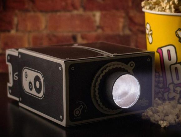 Składany przenośny projektor do smartfona w retro klimacie