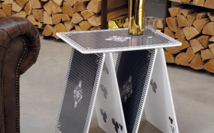 stolik domek z kart a la carte Seletti