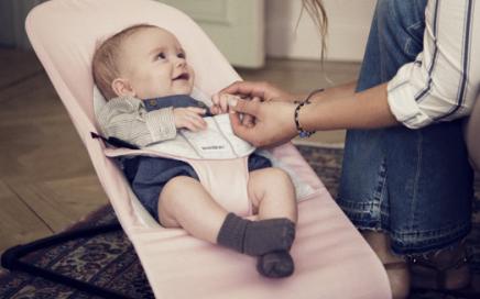 stylowy leżak dla niemowlaka Baby Bjorn