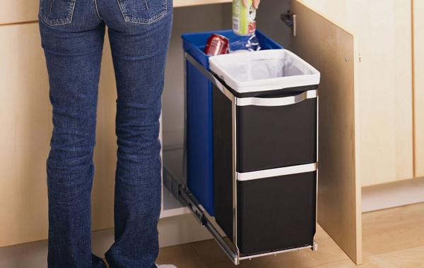 kosz do recyclingu montowany w szafce Simplehuman
