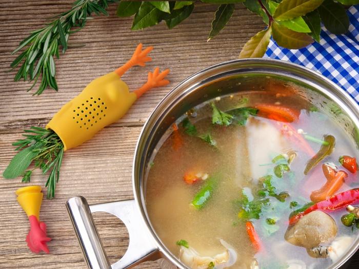 Kurczak na zioła i przyprawy do zupy marki Fred & Friends