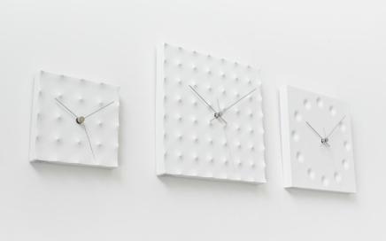 minimalistyczny kwadratowy zegar Lemnos