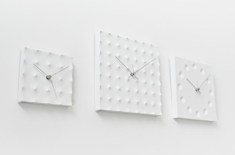 Minimalistyczny kwadratowy zegar marki Lemnos