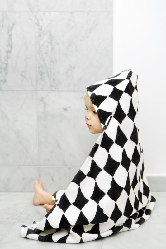 Ręcznik z kapturem w romby marki Elodie Details
