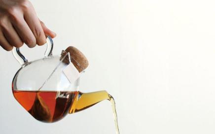 szklany dzbanek do herbaty z korkiem Kinto