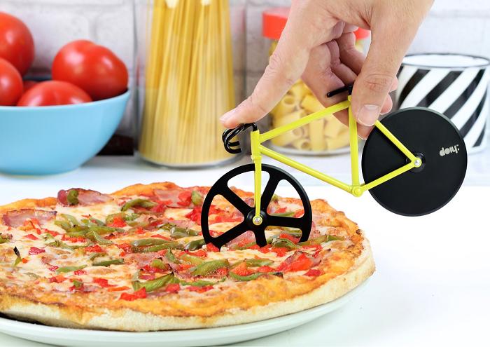 Nóż do pizzy w kształcie roweru marki Doiy Design