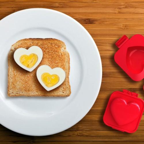 Zakochana foremka do jajek na twardo serce