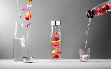 Karafka do wody ze szpikulcem do owoców Eva Solo