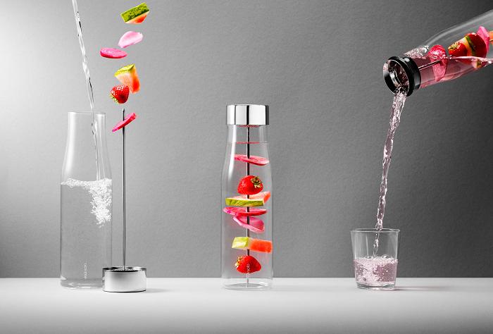 Karafka ze szpikulcem do owoców by Eva Solo